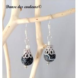 Boucles d'oreilles baroques en pierre noire dentelle argentée